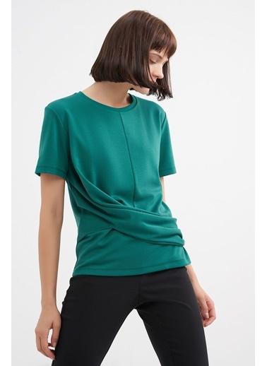 BGN Zümrüt - Drape Detaylı Tshirt Yeşil